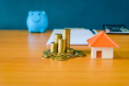 Money Saving Ideas for Homes, Financial and Financial Ideas, Saving Money in Preparing for the Future, Growing Up of Coins– stock image 免版税图像