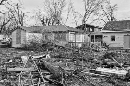 竜巻嵐の損傷 XIV - 中西部竜巻から壊滅的な風の損傷 報道画像
