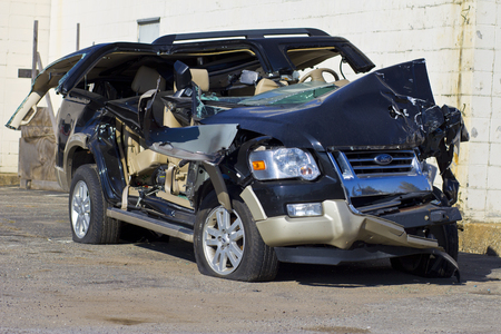 INDIANAPOLIS - CIRCA OCTOBER 2015: Totaled SUV Automobile After Drunk Driving Accident II 新闻类图片