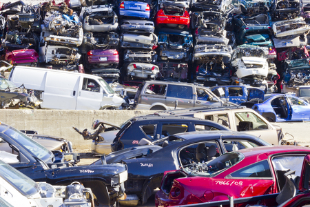 Indianapolis - Circa November 2015 - A Pile of Stacked Junk Cars - Discarded Junk Cars Piled Up After Crushing IV Redakční