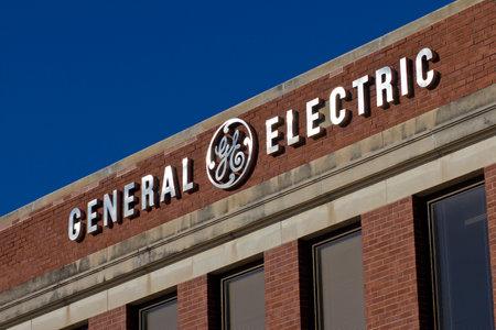 フォート ウェイン, インディアナ - 2015 年 12 月頃: 一般的な電気工場。GE は、世界のデジタル産業会社 III 報道画像