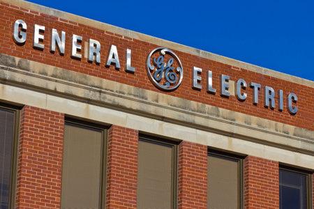 フォート ウェイン, インディアナ - 2015 年 12 月頃: 一般的な電気工場。GE は、世界のデジタル産業会社 II