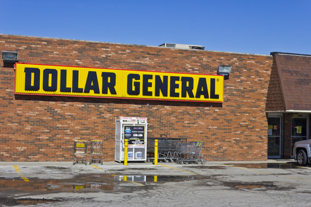 retailer: Indianapolis - Circa March 2016: Dollar General Retail Location. Dollar General is a Small-Box Discount Retailer II