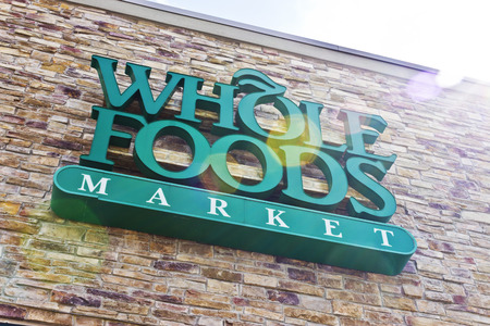 Indianapolis - Circa April 2016: Whole Foods Market, America's Healthiest Grocery Store II Editöryel
