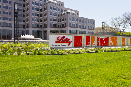 Indianapolis - Circa April 2016: Eli Lilly and Company World Headquarters. Lilly makes Medicines and Pharmaceuticals VI 新聞圖片