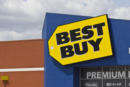 unbeatable: Indianapolis - Circa May 2016: Best Buy Retail Location. Best Buy: Expert Service. Unbeatable Price I