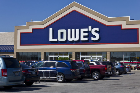 improvment: Indianapolis - Circa April 2016: Lowes Home Improvement Warehouse. Lowe�s Helps Customers Improve the Places They Call Home III Editorial