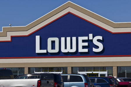 improvment: Indianapolis - Circa April 2016: Lowes Home Improvement Warehouse. Lowe�s Helps Customers Improve the Places They Call Home II