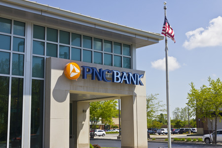 bank branch: Indianapolis - Circa May 2016: PNC Bank Branch. PNC Financial Services Offers Retail, Corporate and Mortgage Banking I