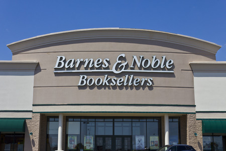 Indianapolis - Circa May 2016: Barnes & Noble Retail Location. Barnes & Noble is the Internet's Largest Bookstore I Sajtókép