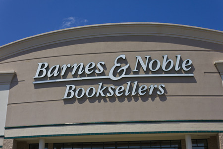 Indianapolis - Circa May 2016: Barnes & Noble Retail Location. Barnes & Noble is the Internet's Largest Bookstore III Sajtókép