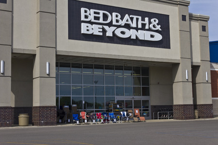 beyond: Indianapolis - Circa June 2016: Bed Bath & Beyond Retail Location. Bed Bath & Beyond is a Chain with a Varied Selection of Home Goods II