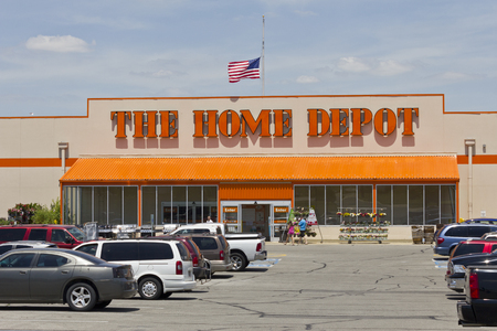 retailer: Logansport, IN - Circa June 2016: Home Depot Location. Home Depot is the Largest Home Improvement Retailer in the US II