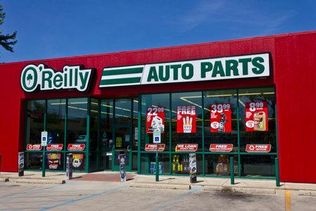 Logansport, IN - Circa juni 2016: O'Reilly Auto Parts Store. O'Reilly is een detailhandelaar en distributeur van auto-onderdelen I