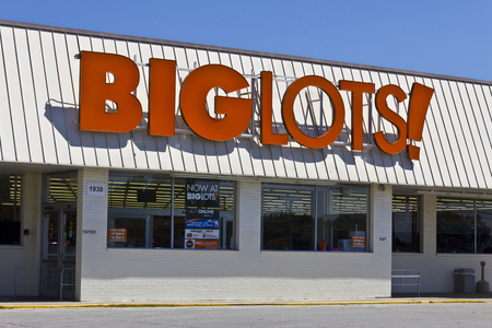 liquidate: Indianapolis - Circa June 2016: Big Lots Retail Discount Location. Big Lots is a Discount Chain Selling Food, Furniture and Housewares I Editorial