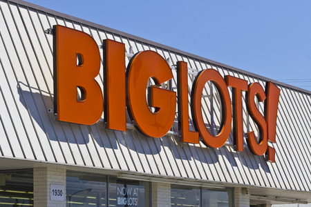 housewares: Indianapolis - Circa June 2016: Big Lots Retail Discount Location. Big Lots is a Discount Chain Selling Food, Furniture and Housewares II