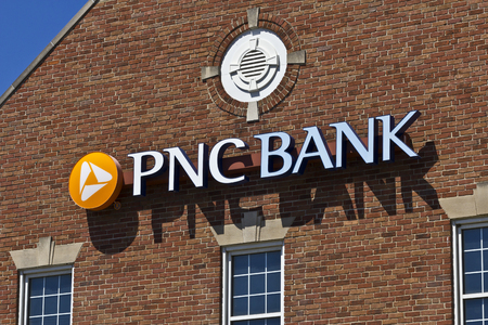 bank branch: Indianapolis - Circa June 2016: PNC Bank Branch. PNC Financial Services offers Retail, Corporate and Mortgage Banking IV