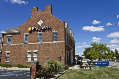bank branch: Indianapolis - Circa June 2016: PNC Bank Branch. PNC Financial Services offers Retail, Corporate and Mortgage Banking III Editorial