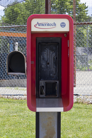 Indianapolis - Circa June 2016: Abandoned Ameritech Pay Phone. Ameritech is now part of AT&T I 版權商用圖片 - 59169648