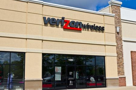 fcc: Lafayette, IN - Circa July 2016: Verizon Wireless Retail Location. Verizon is One of the Largest Communication Technology Companies VI