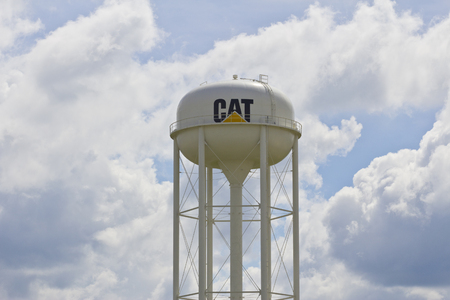 Lafayette, IN - Circa July 2016: Caterpillar Watertower. Caterpillar Inc. is a Heavy Equipment Manufacturer I Редакционное