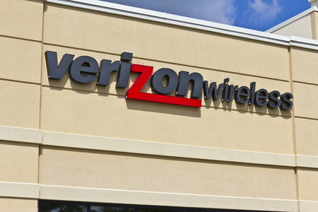 fcc: Lafayette, IN - Circa July 2016: Verizon Wireless Retail Location. Verizon is One of the Largest Communication Technology Companies VII Editorial