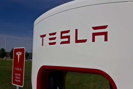 Lafayette, IN - Circa July 2016: Tesla Supercharger Station. The Supercharger offers fast recharging of the Model S and Model X electric vehicles IV 報道画像