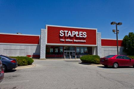 Ft. Wayne, IN - Circa Juillet 2016: Staples Inc. Retail Lieu. Staples est une grande chaîne de fournitures de bureau IV