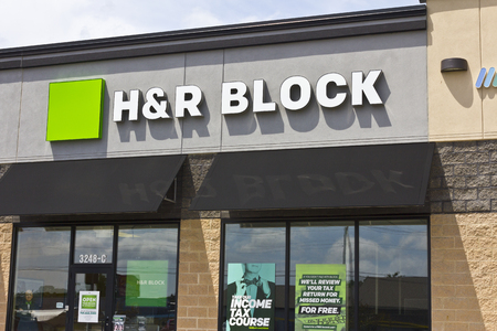 marion: Marion, IN - Circa July 2016: H&R Block Retail Tax Preparation Location. Block Operates 12,000 Locations I Editorial