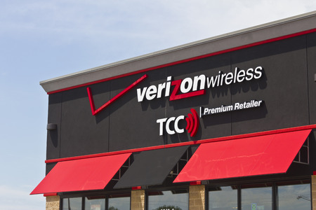 fcc: Marion, IN - Circa July 2016: Verizon Wireless Retail Location. Verizon is One of the Largest Communication Technology Companies VIII