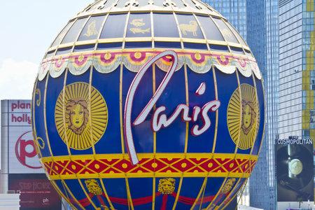 part of me: Las Vegas - alrededor de julio de 2016: El exterior del Paris Las Vegas. Con un tamaño mitad Torre Eiffel, París es parte de Caesars Entertainment Corp. I Editorial