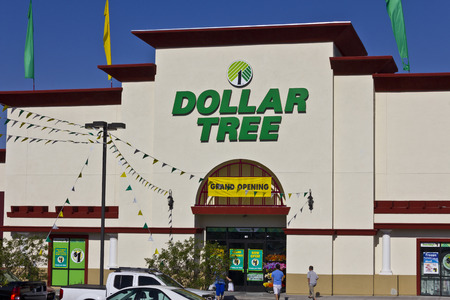 liquidate: Las Vegas - Circa July 2016: Dollar Tree Discount Store. Offering an Eclectic Mix of Products at Discount Prices III