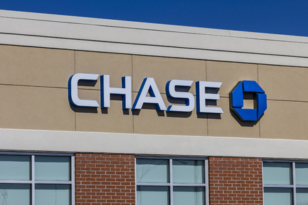 bank withdrawal: Muncie, IN - Circa July 2016: Chase Bank Retail Location. Chase is the U.S. Consumer and Commercial Banking Business of JPMorgan Chase IV