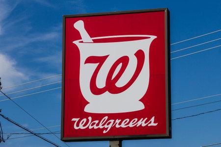 マンシー, インディアナ - 2016 年 7 月頃: ウォル グリーンの小売店の場所。ウォル グリーンは、取り引きの価値 $ 172 億 iv 儀式援助を取得する計画を
