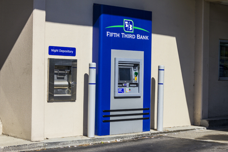 fifth: Indianapolis - Circa August 2016: Fifth Third Bank ATM. Fifth Third services 15 regions with more than 1,300 locations II