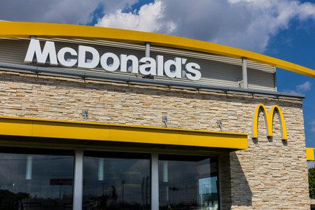 インディ アナポリス - 2016 年 8 月頃: マクドナルドのレストランの位置。マクドナルドはハンバーガー レストラン VI のチェーン 報道画像