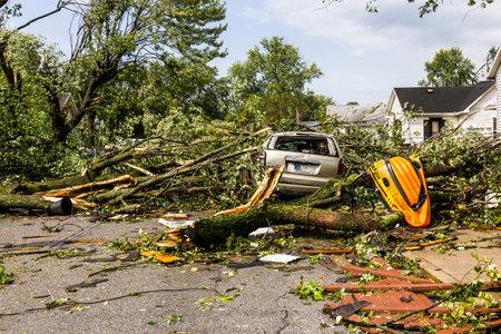 ココモ - 2016 年 8 月 24 日: いくつか EF3 の竜巻被害で数百万ドルを引き起こしている住宅街に着陸します。これはこの地域は竜巻 2 によって当られて