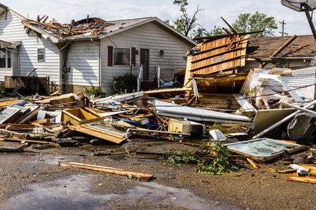 Kokomo - 24 de agosto de, 2016: Varios tornados EF3 aterrizó en una zona residencial y causando millones de dólares en daños. Esta es la segunda vez en tres años esta área se ha visto afectada por los tornados 24 Editorial