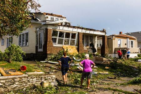 Kokomo - 24 augustus 2016: Verschillende EF3 tornado landde in een woonwijk waardoor miljoenen dollars aan schade. Dit is de tweede keer in drie jaar dit gebied is door tornado's 19 getroffen