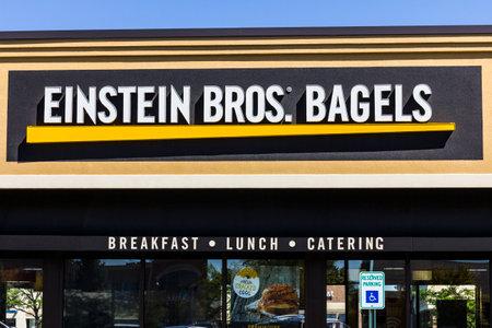 cater: Indianapolis - Circa September 2016: Einstein Bros. Bagels Quick-Casual Restaurant II