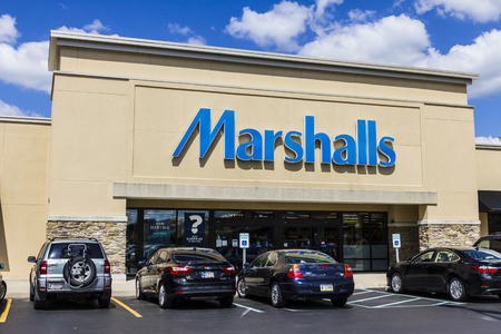 inexpensive: Indianapolis - Circa September 2016: Marshalls Retail Strip Mall Location. Marshalls is a Subsidiary of the TJX Companies II Editorial