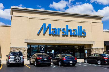 Indianapolis - Circa September 2016: Marshalls Retail Strip Mall Location. Marshalls is a Subsidiary of the TJX Companies II Sajtókép