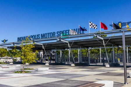 인디애나 폴리스 -2010 년 9 월 : 인디애나 폴리스 모터 스피드 웨이 1 게이트 입구. IMS, Indy 500 및 Brickyard 400 Auto Races VI 개최 에디토리얼
