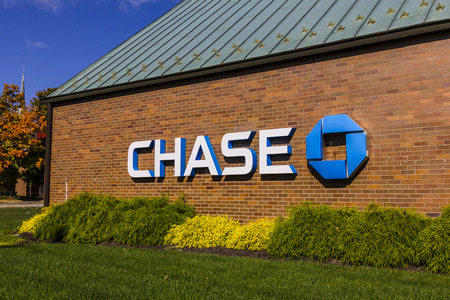 Indianapolis - Circa October 2016: Chase Bank. Chase is the U.S. Consumer and Commercial Banking Business of JPMorgan Chase IV Publikacyjne