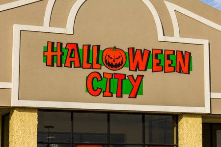 part of me: Indianápolis - alrededor de noviembre de 2016: Ciudad de Halloween al por menor Strip Mall Ubicación. Ciudad de Halloween es parte de Party City I
