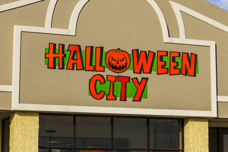 part of me: Indianapolis - Circa November 2016: Halloween City Retail Strip Mall Location. Halloween City is part of Party City I Editorial