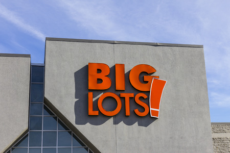 housewares: Indianapolis - Circa November 2016: Big Lots Retail Discount Location. Big Lots is a Discount Chain Selling Food, Furniture and Housewares III