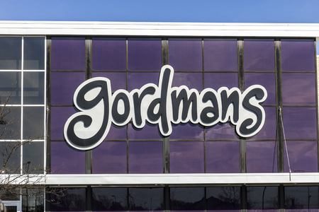 liquidate: Indianapolis - Circa November 2016: Gordmans Retail Strip Mall Location. Gordmans is a chain of department stores listed on the NASDAQ as GMAN I