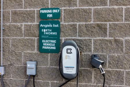 Indianapolis - Circa november 2016: Angie's List UD en Headquarters aanbiedingen Electric Vehicle Charging VII Redactioneel
