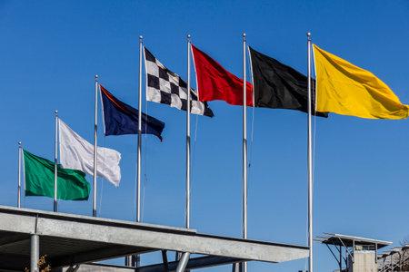 インディ アナポリス - 2017 年 2 月頃: インディ アナポリス ・ モーター ・ スピードウェイで 7 レース旗。IMS はインディ 500 IV の 101 の実行の準備し